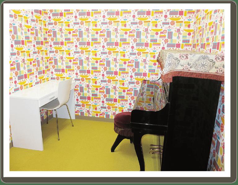 ひまわり幼児教育専門学院 ピアノ練習室